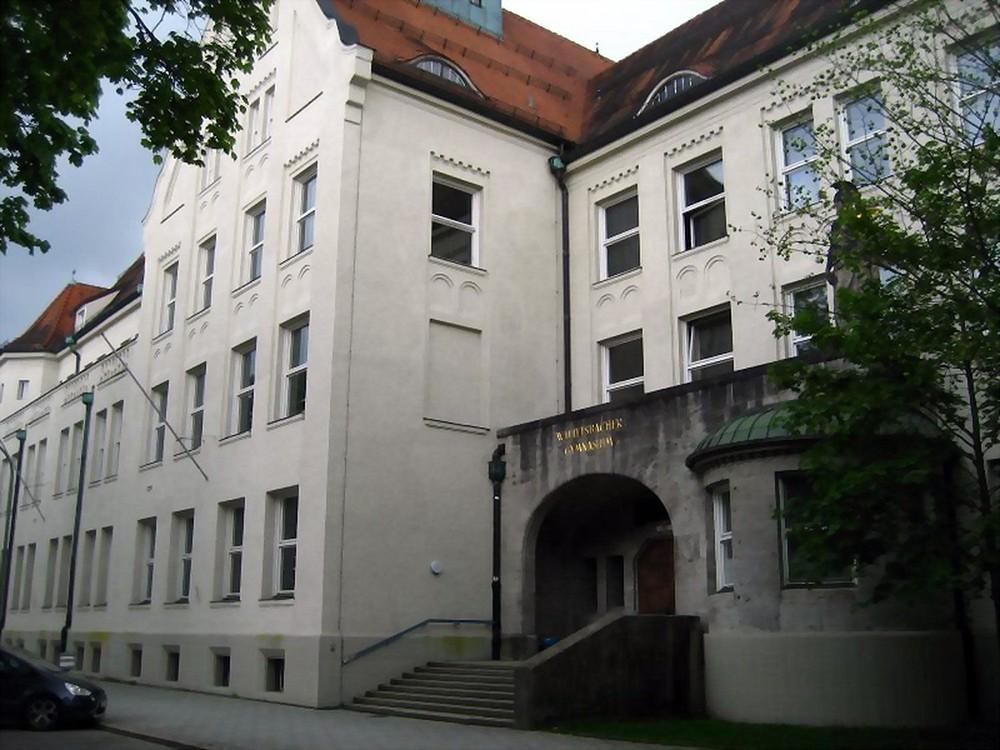 Impresionantul gimnaziu din Wittelsbacher. Sursa: panoramio.com