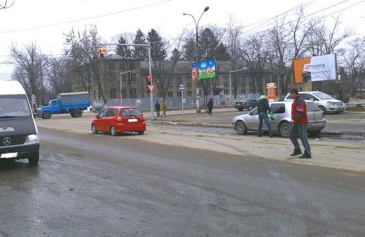 """Amenajarea unei parcări în faţa magazinului """"Arena"""" situat pe strada Decebal"""