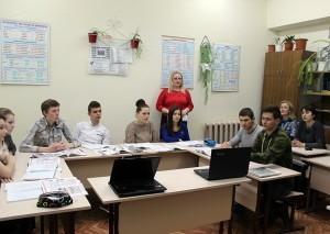 Elevii au privit o ştire despre jaful unui schimb  valutar din Ungheni