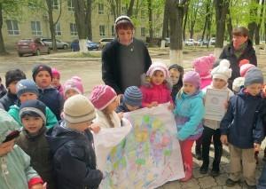 Copiii ne îndeamnă să protejăm pământul
