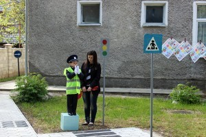Copii învaţă regulile de circulaţie