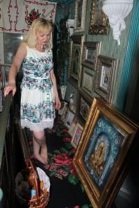 Liliana Starciuc ne arată colecţia de icoane