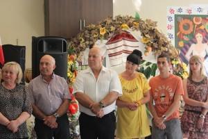Familia Chaudier (în centru) alături de oaspeţi