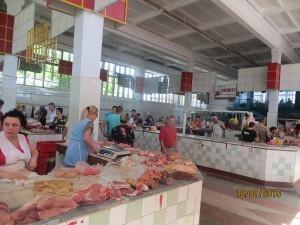 În hala de carne din piaţa centrală a oraşului Ungheni