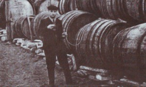 Fabrica de vin din Bravicea, punctul de vin Dereneu. La început de cale. Anul 1956
