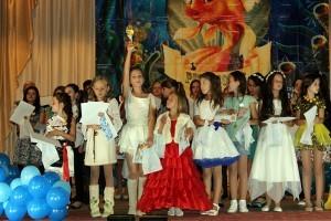 Deţinătoarea trofeului, Anastasia Melnicov, mulţumeşte publicului şi juriului