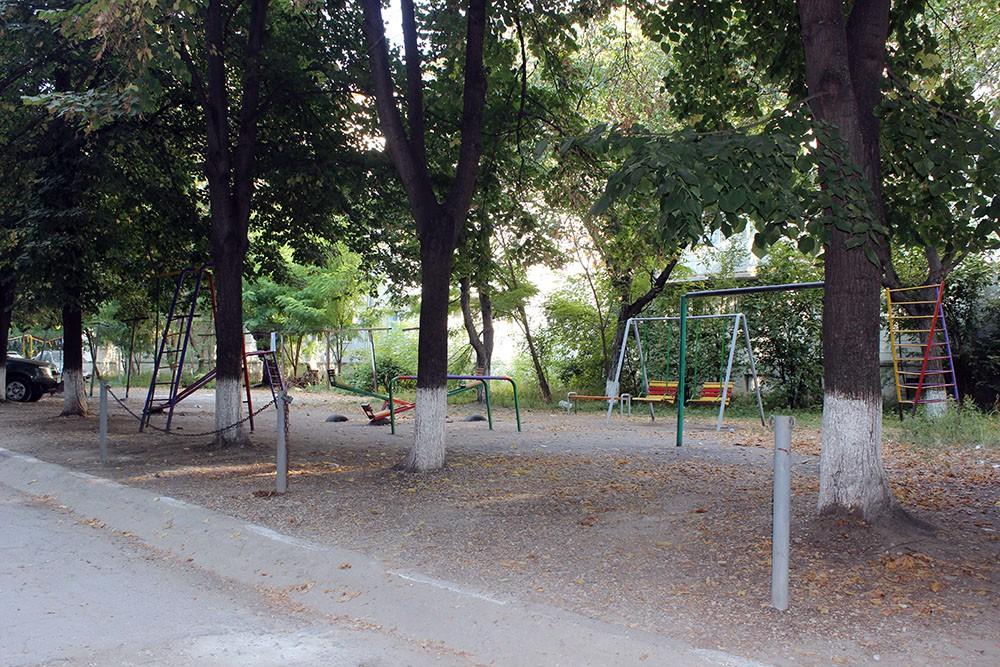 Terenul de joacă al copiilor a fost transformat în parcare