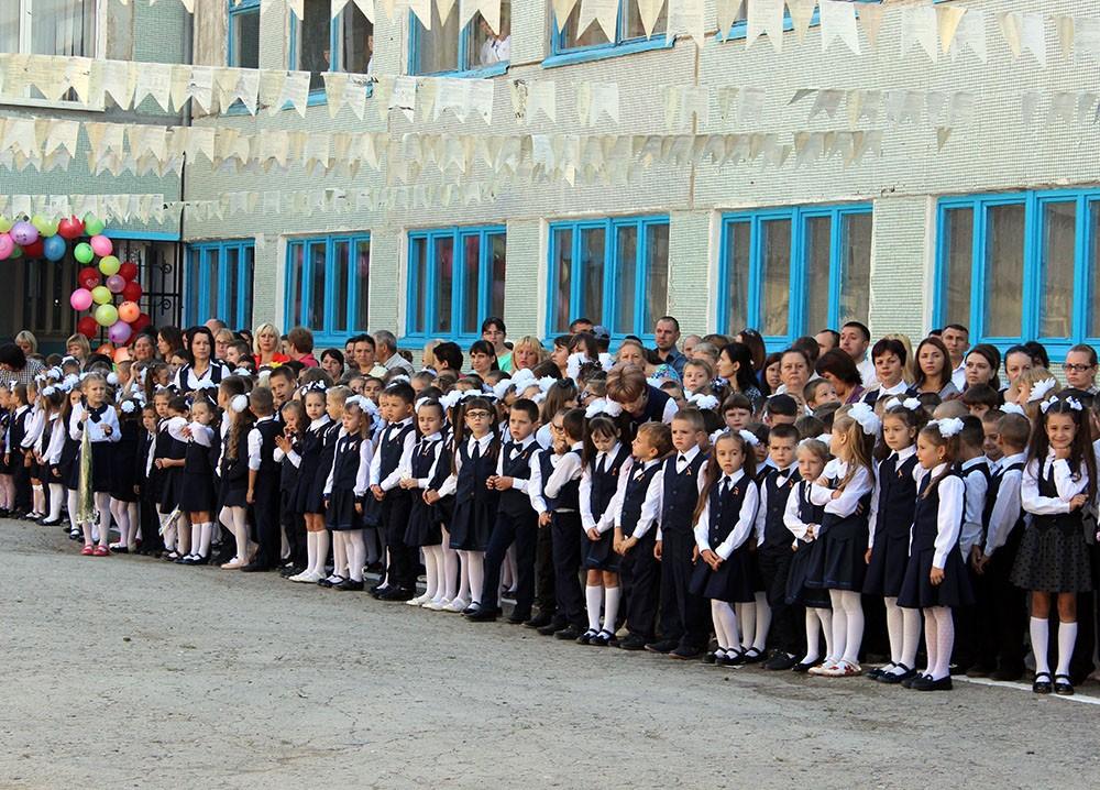 Micuţii din clasa I în aşteptarea primului sunet