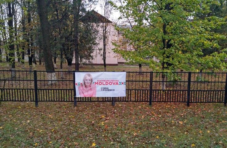 """Pe gardul Școlii Primare """"Spiridon Vangheli"""" au fost afișate placate"""