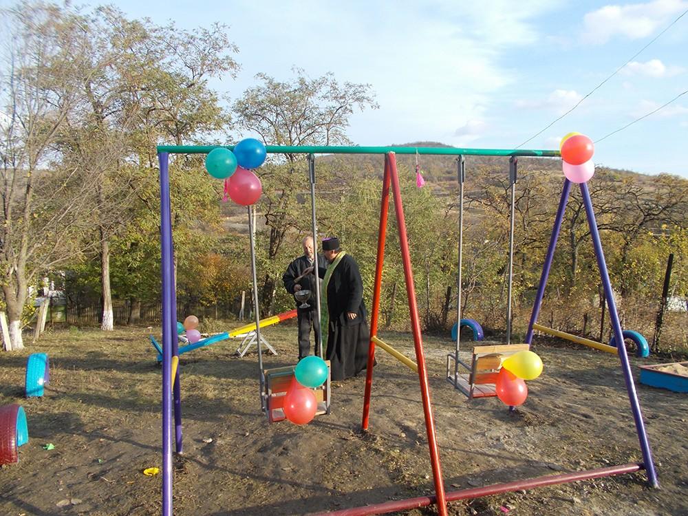 Terenul de joacă pentru copiii din Romanovca