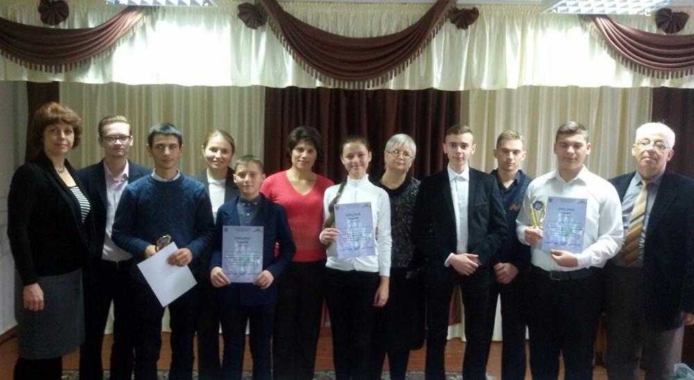 Laureații concursului alături de profesori